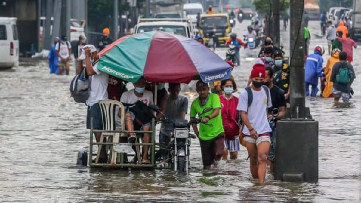 Сильные ливни затопили Филиппины: тысячи людей эвакуированы