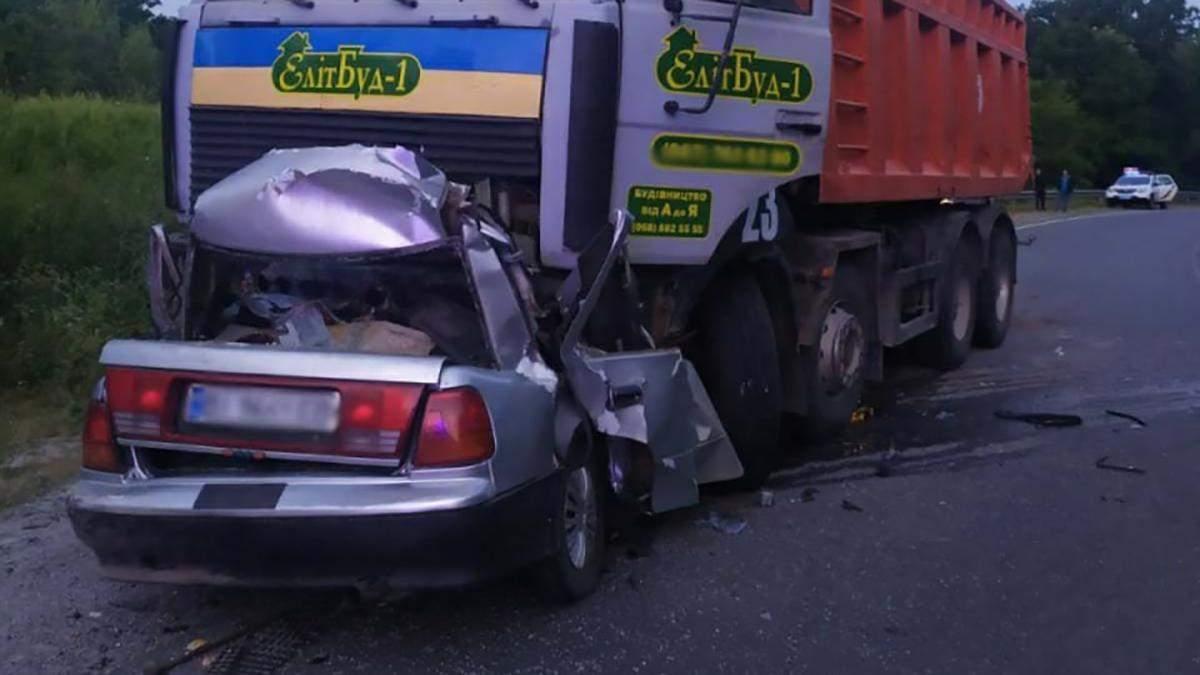 На Полтавщині 25.07.2021 вантажівка розчавила легковик: є жертви
