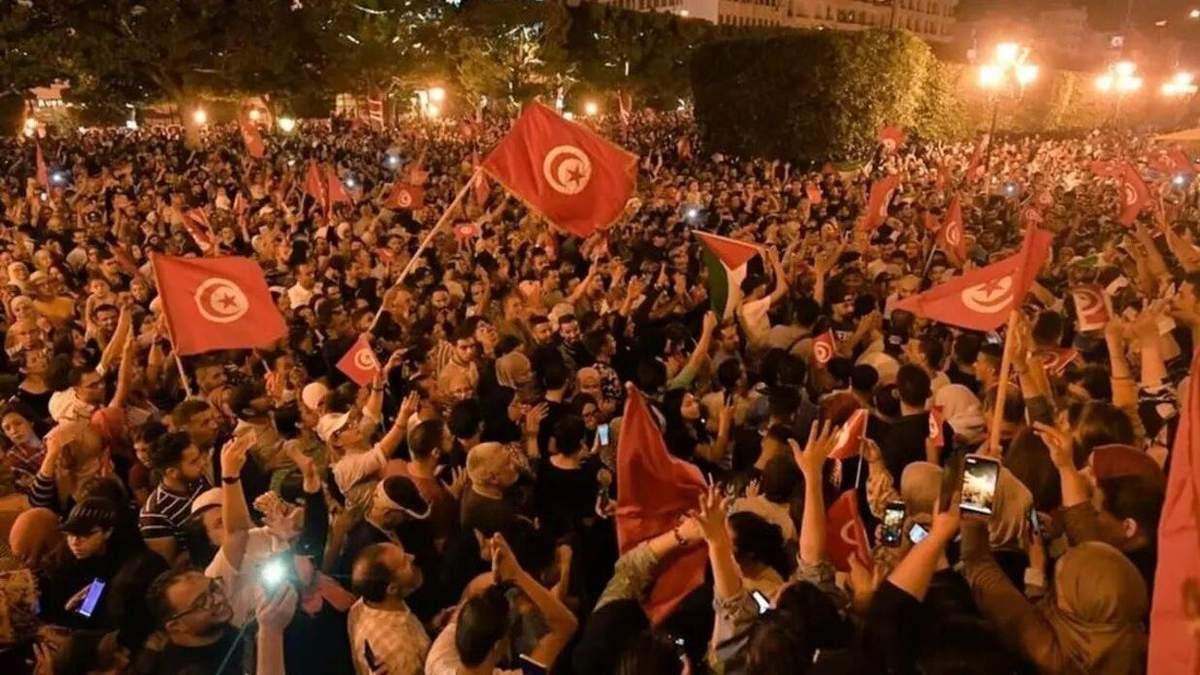 Президент Тунісу заморозив роботу парламенту та звільнив прем'єра