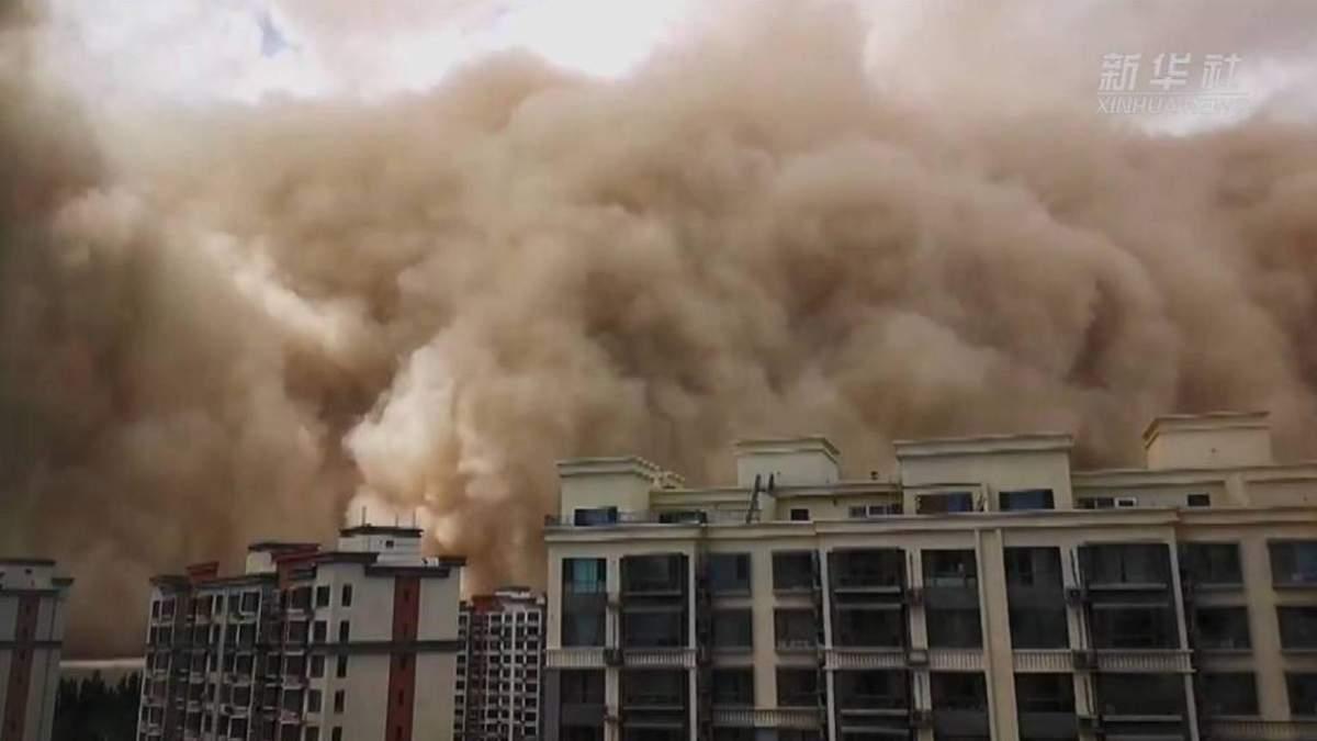 Песчаная буря накрыла китайскую провинцию Ганьсу: жуткое видео