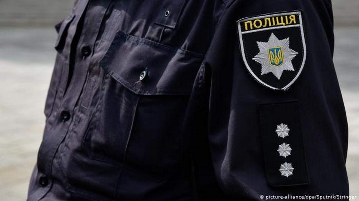 Облил преподавательницу фекалиями: к жителю Буковины посетил спецназ