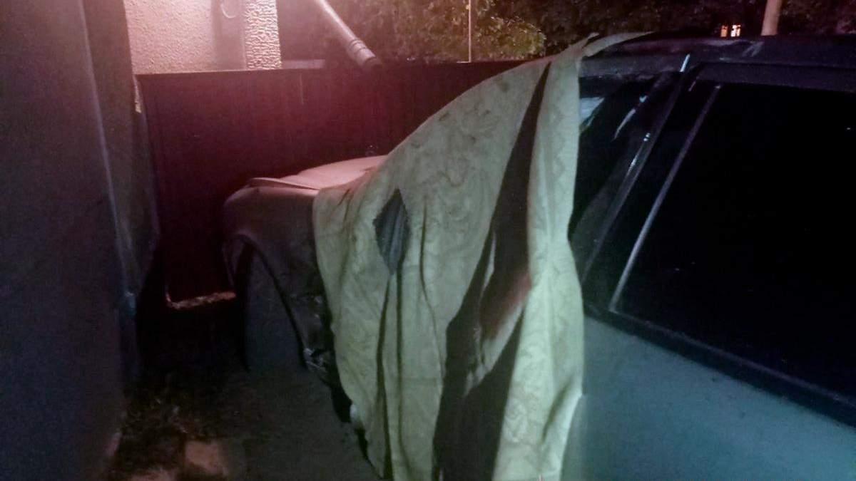 На Буковине водитель сбил 2 человек и скрылся: парень скончался