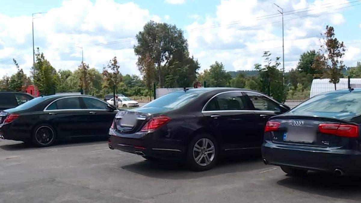 У Києві власник автосалону відібрав BMW й займався вимаганням
