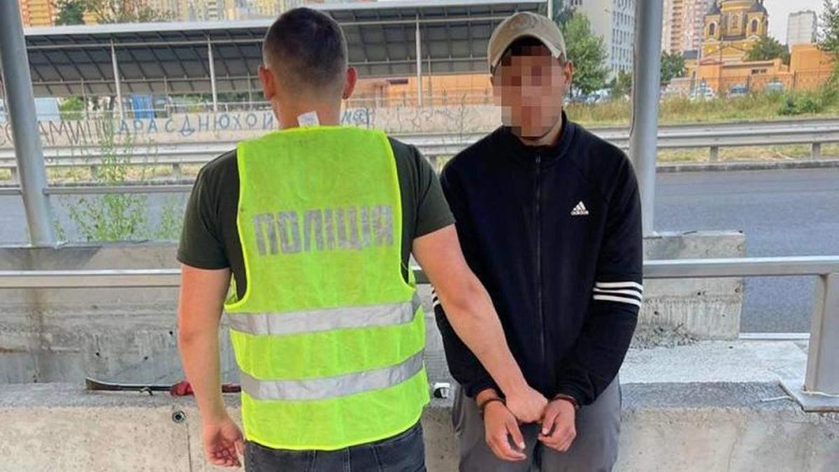 В Киеве парень напал на работницу Киевпастранса