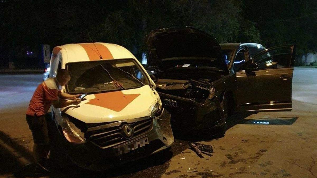 Не работал светофор: в Мариуполе авто Новой почты попало в ДТП