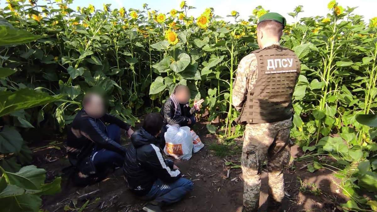 Криминальных авторитетов из списка СНБО задержали на границе с Россией