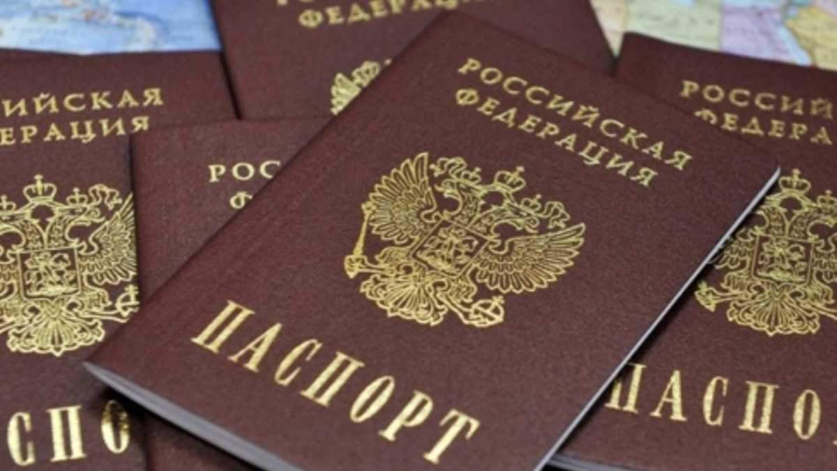 Российские паспорта на Донбассе: украинсцев будут наказывать за отказ