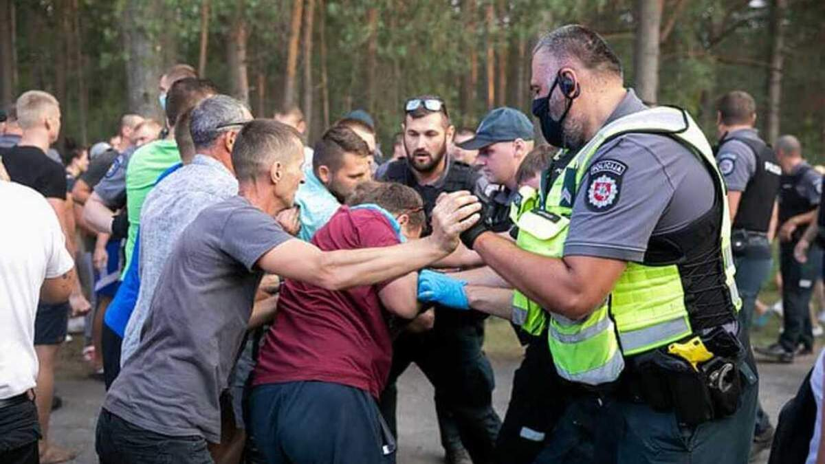 Литва может ввести чрезвычайное положение: столкновения на границе