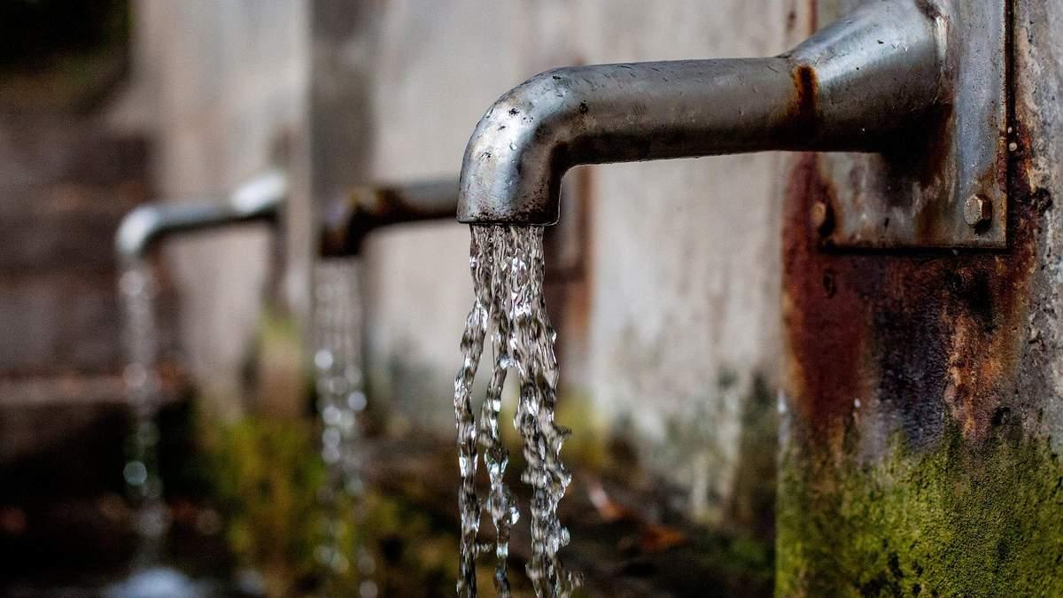 У Київводоканалі запевняють, що вода з під крана краще бутельованої