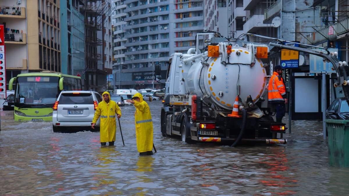 Грузію накрила повінь через сильну через сильну зливу –  відео
