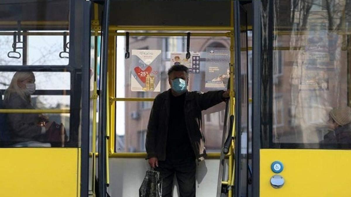 Новий локдаун: у Києві складають списки на спецперепустки у транспорт