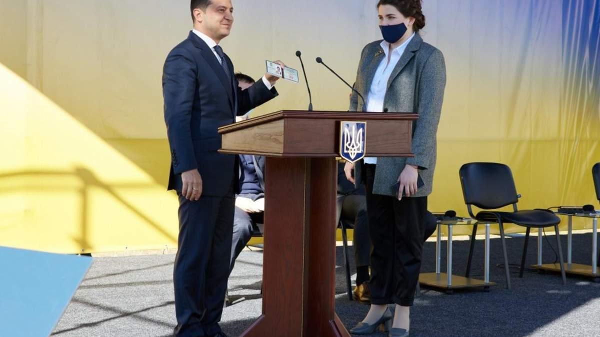 Дружину Хомчака Анну Коваленко звільнили з Чернігівської ОДА
