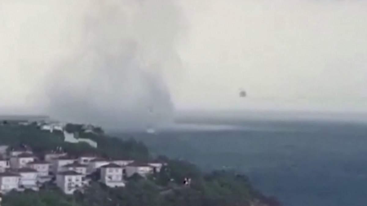 Туристи зняли на відео водяний смерч на узбережжі Чорного моря