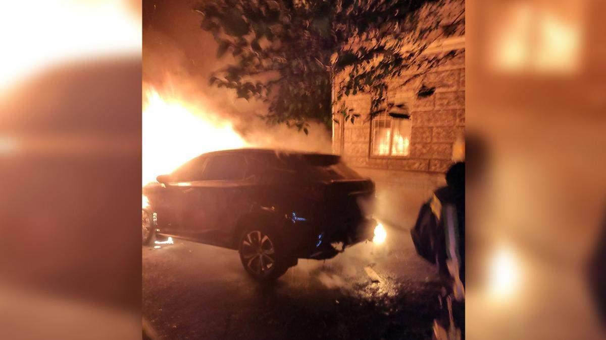 Згорів Lexus на Дніпропетровщині: скільки він коштував – фото