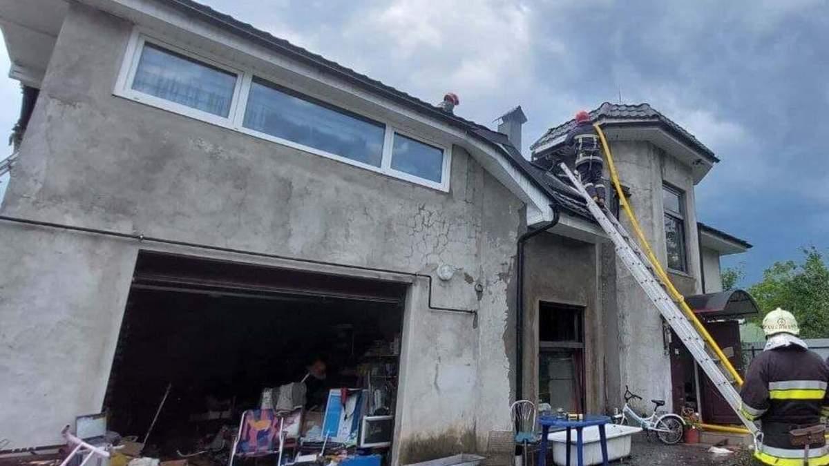 Самолет на Прикарпатье врезался в дом: там были жена и дети