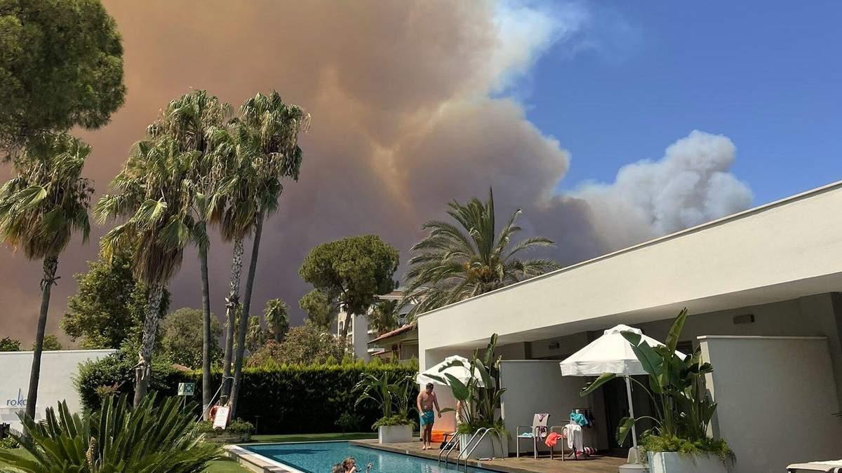 Лісові пожежі в Туреччині в липні 2021: що відомо, фото і відео пожеж