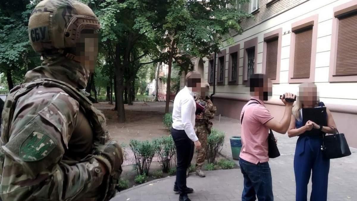 Чиновники УЗ разворовали почти 60 миллионов гривен: их ждет суд