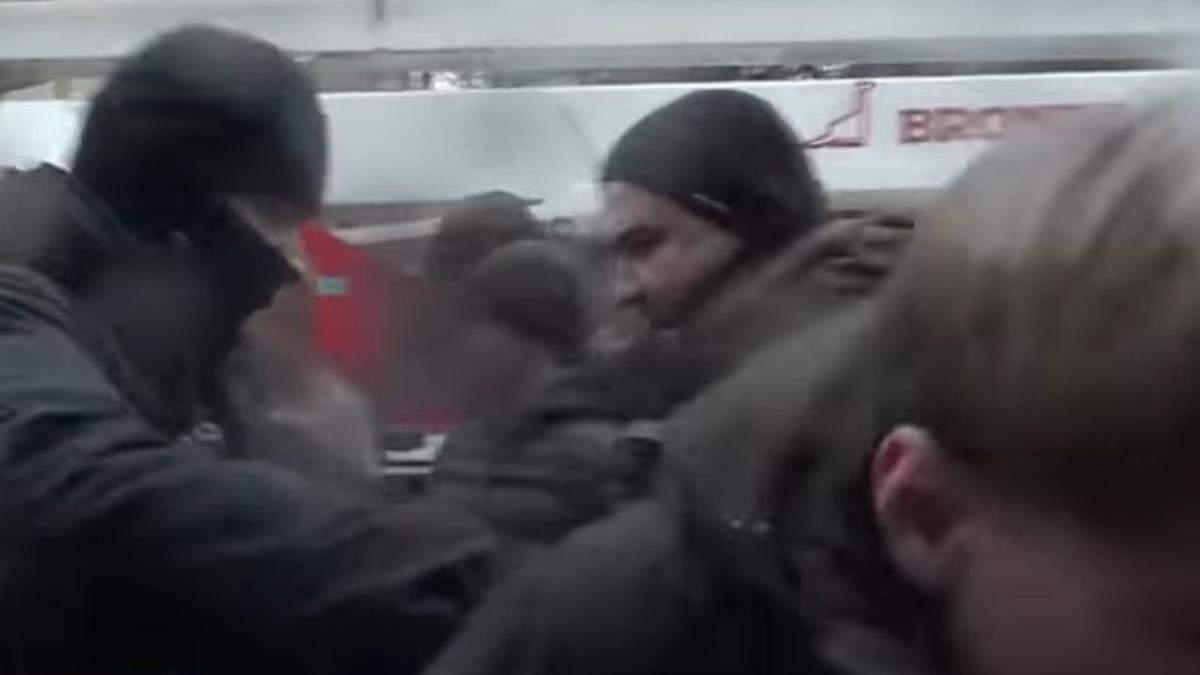В Киеве будут судить активиста, напавшего на журналиста канала НАШ