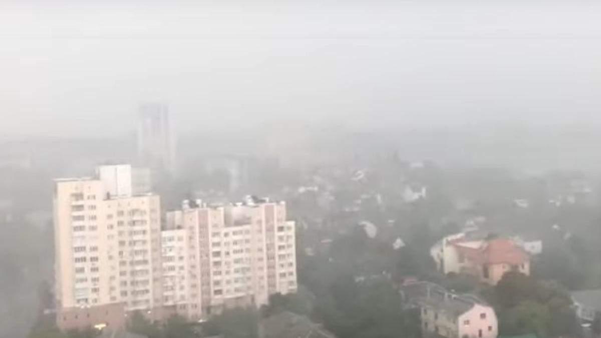 Сильный ветер и ливень: Киев снова накрыла непогода