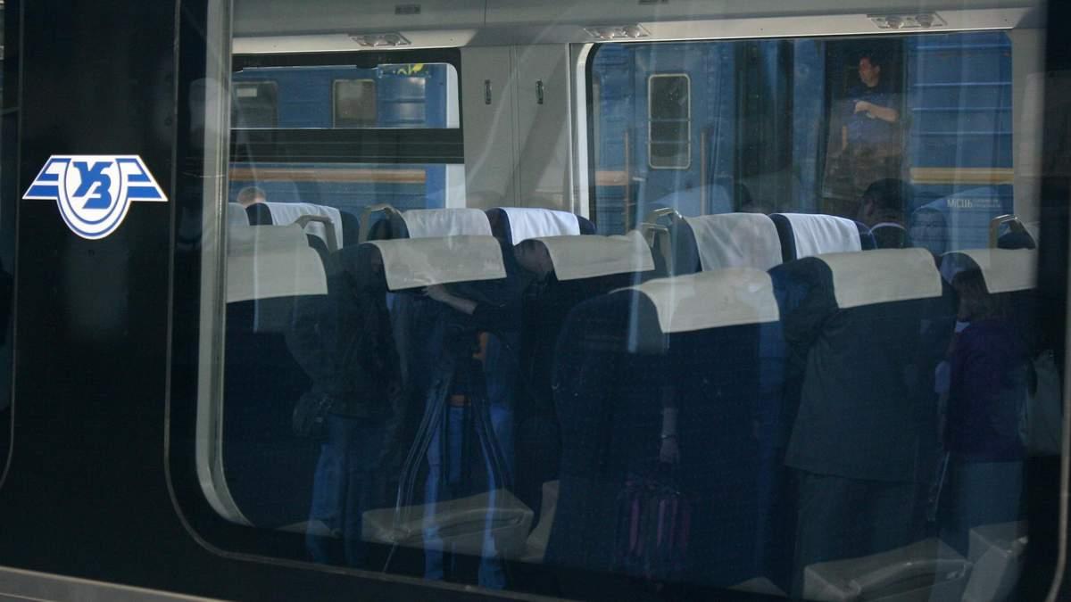 На Полтавщині вантажівка врізалася у потяг: 6 рейсів затримують