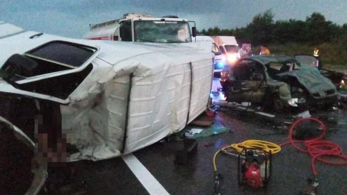 На Днепропетровщине столкнулись 4 автомобиля 29.07.2021: есть жертвы