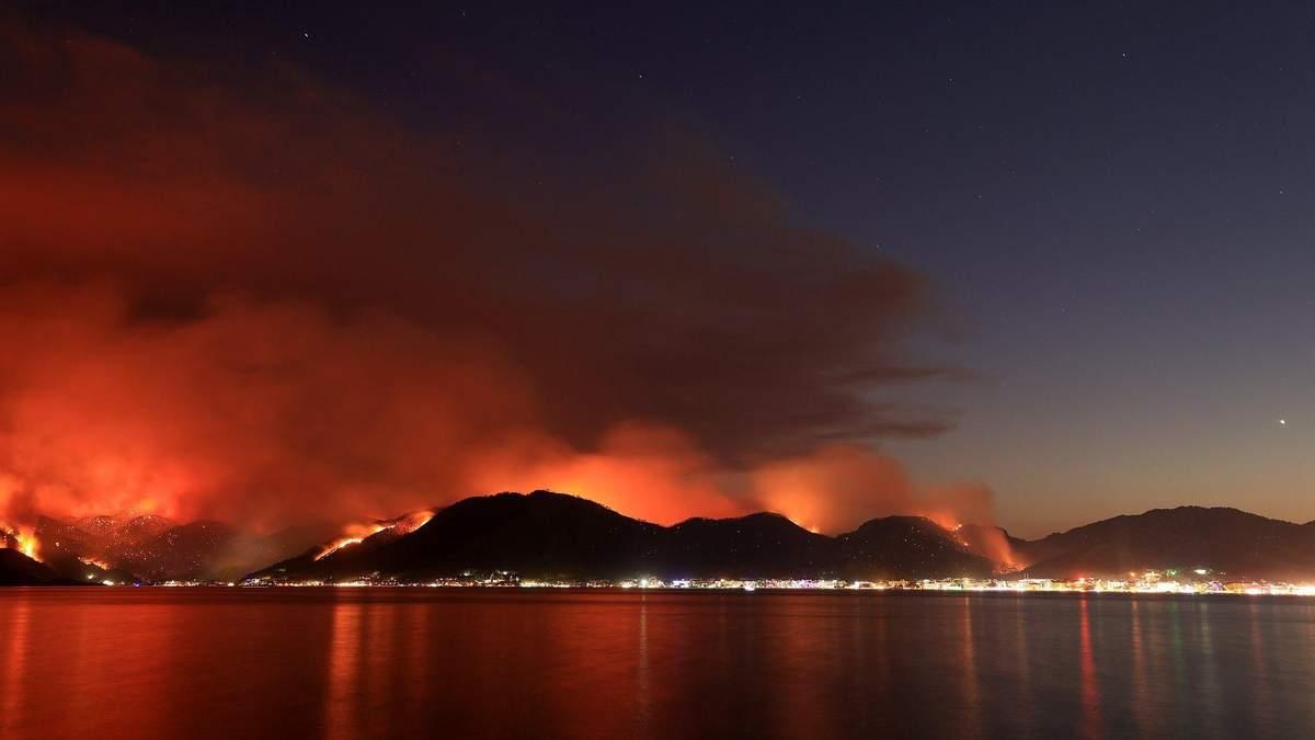 Лесные пожары в Турции 2021: карта, куда идет огонь