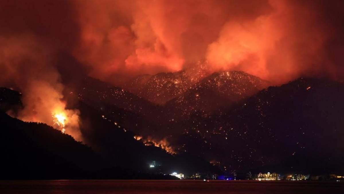 Жители Турции предполагают, что причиной пожара есть умышленный поджог