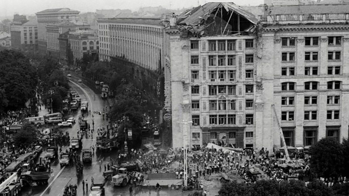 Що відомо про обвал порталу Київського головпоштамту у 1989