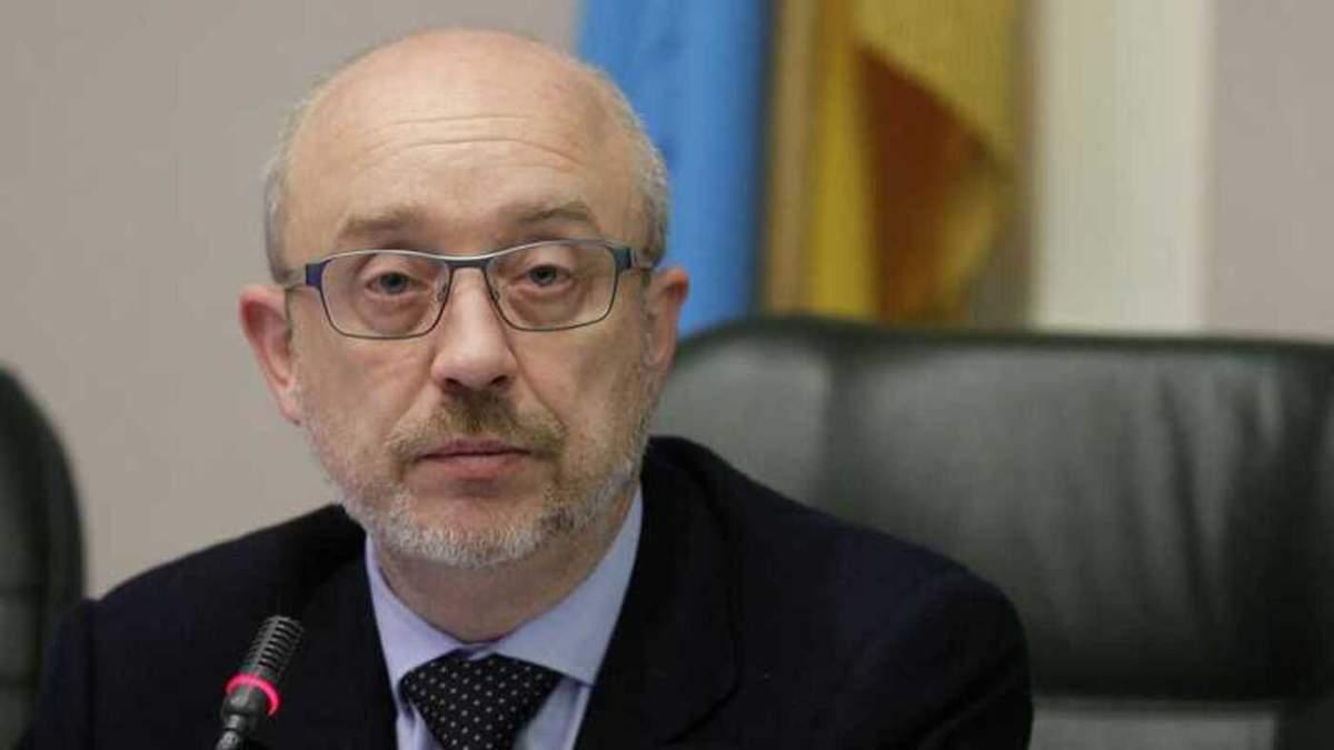 Резников исключает авиасообщение с Мариуполем