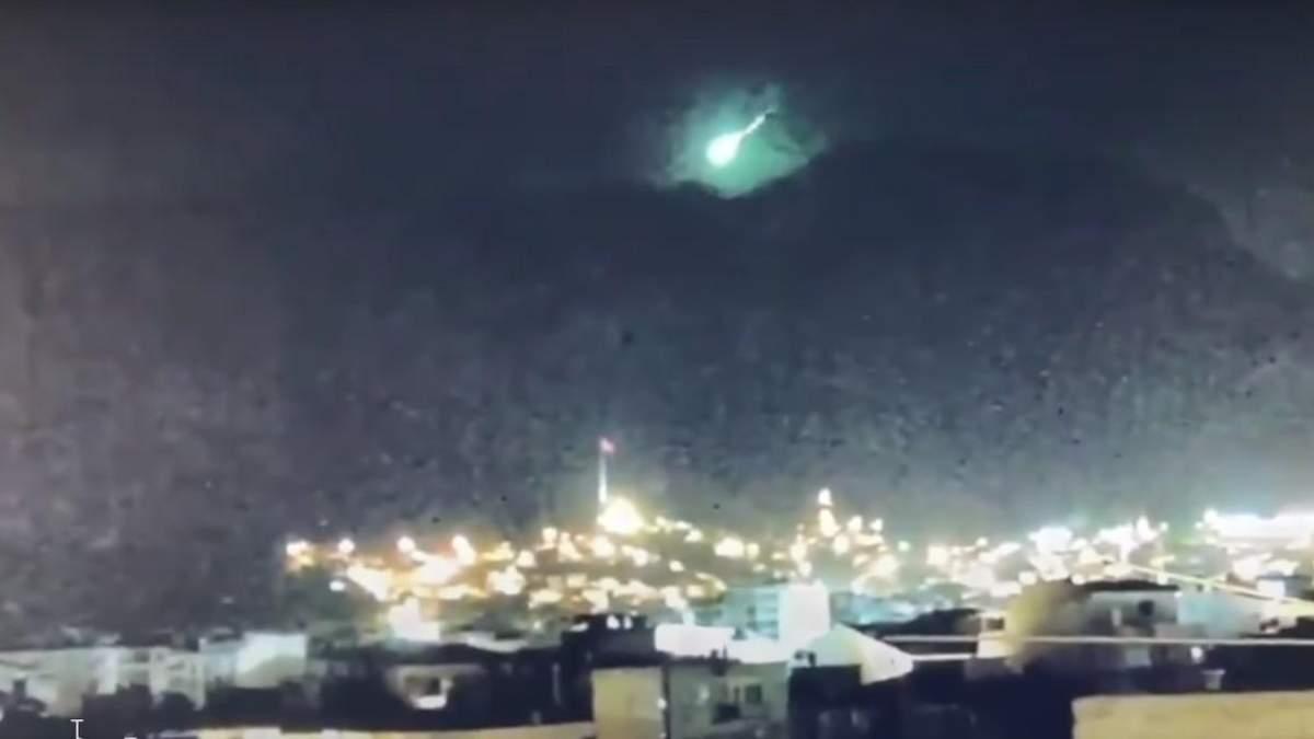 В охваченной пожарами Турции упал метеорит: видео - 24 Канал