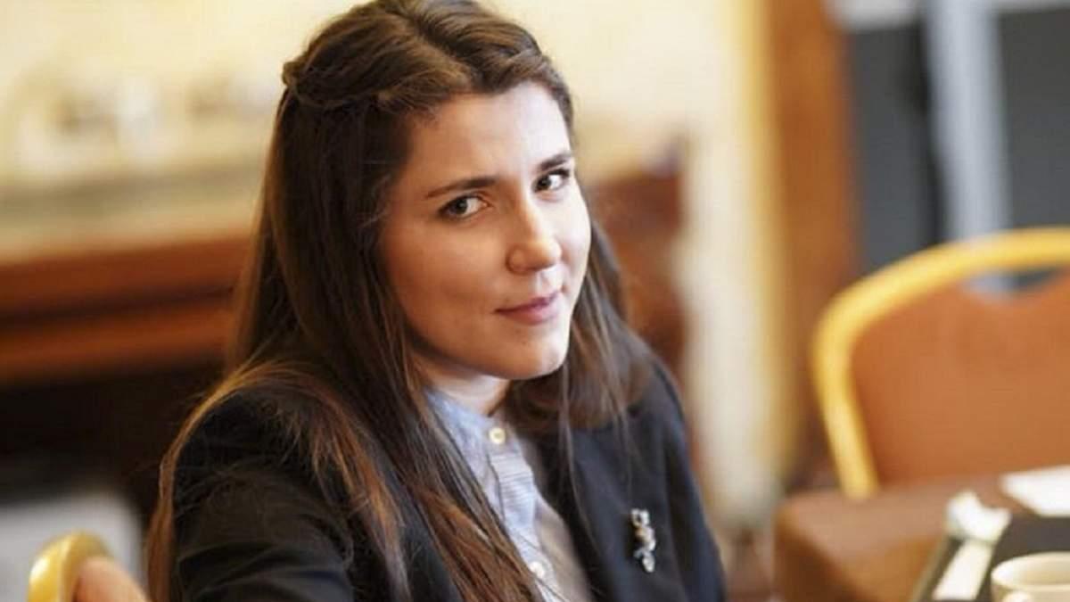 Жена Хомчака заявила о сексизме и дискриминации на работе