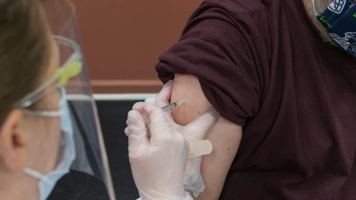 Обязательная вакцинация для медиков: COVID-19 в Венгрии