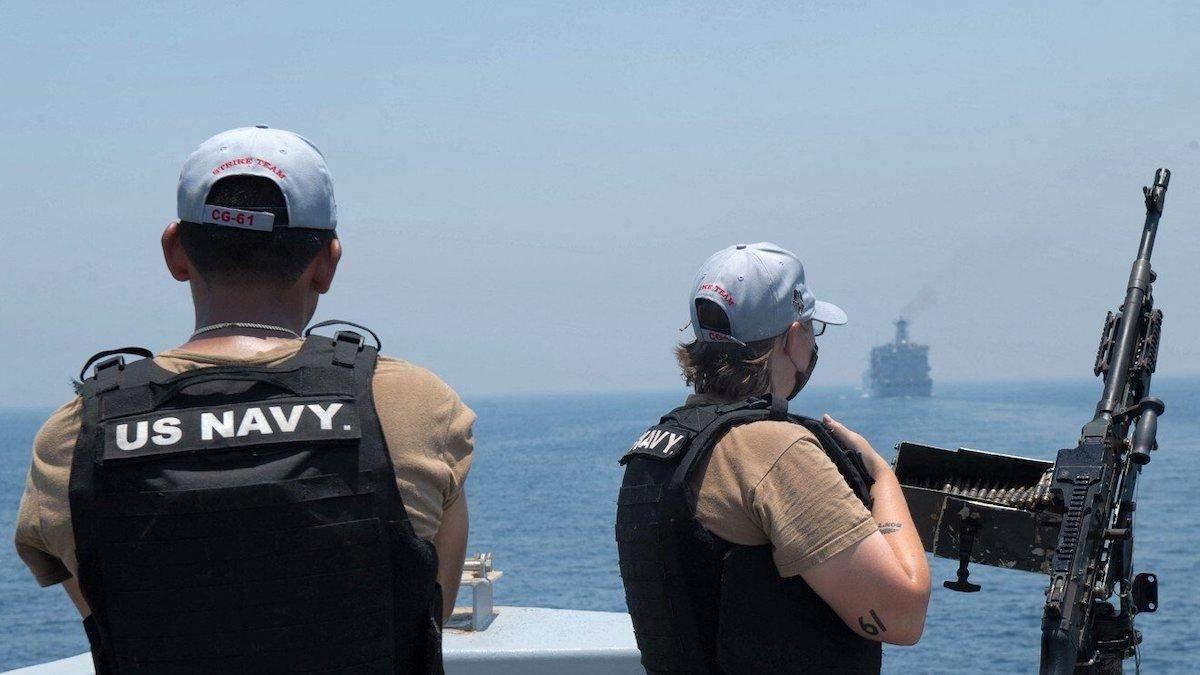 Израиль заявил, что Иран атаковал его танкер и убил двух человек