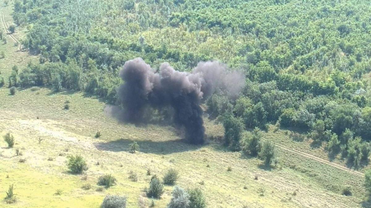 Под Николаевом взорвали более 500 артснарядов: фото