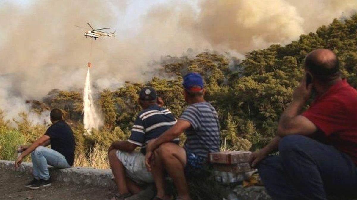 Из-за пожаров в Турции туристов эвакуировали из отелей: видео