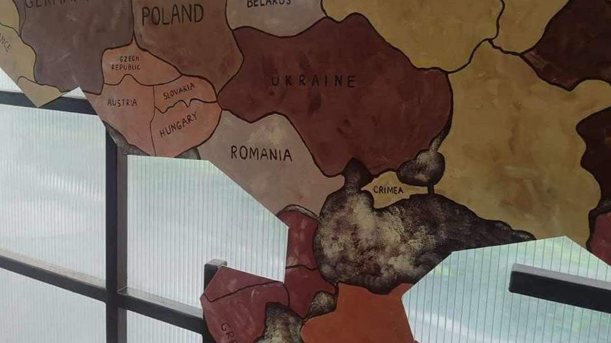 В кафе на Дніпропетровщині повісили карту з російським Кримом: фото