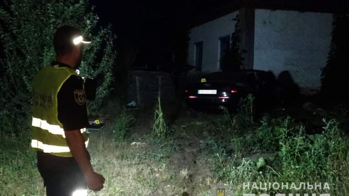 На Чернігівщині юна дівчина на авто влетіла в будинок: загинули люди