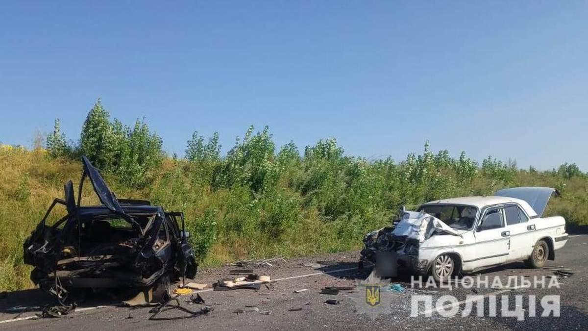 На Одещині внаслідок ДТП авто розірвало навпіл 1 серпня 2021: фото