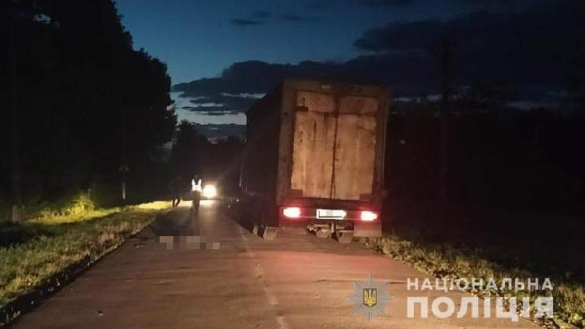 На Львовщине грузовик насмерть сбил 28-летнего мужчину: фото