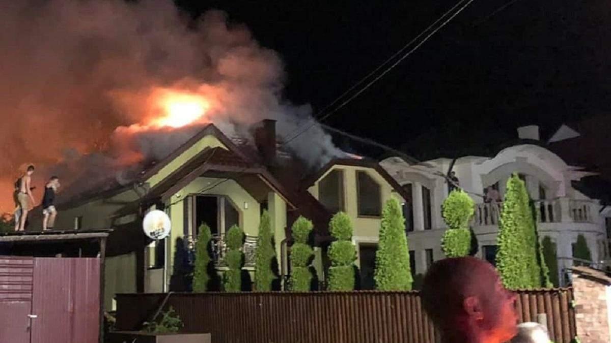 У селі Солотвино горів будинок: загорівся через блискавку