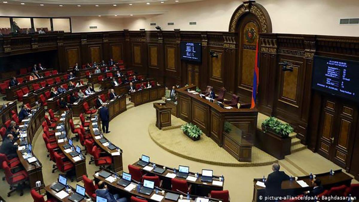 В Армении ввели уголовное наказание за нецензурную брань