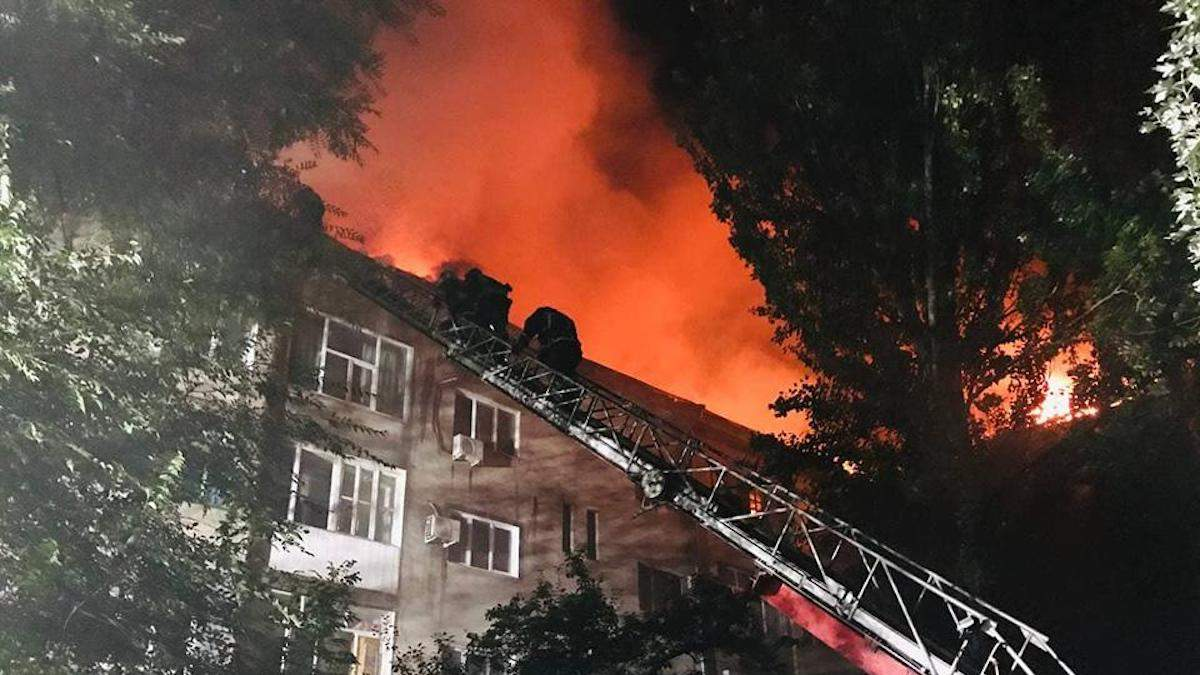 Пожежа в Запоріжжі на Медведєва: вогонь загасили, мешканців евакуювали