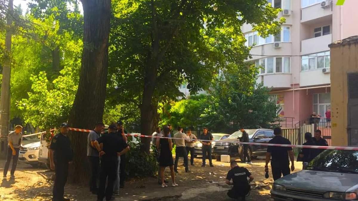 В Одесі на Малиновського кілер посеред дня убив чоловіка: відео