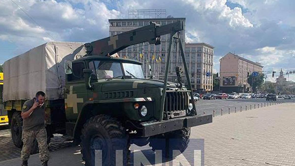У Києві військова вантажівка без гальм протаранила кілька автівок