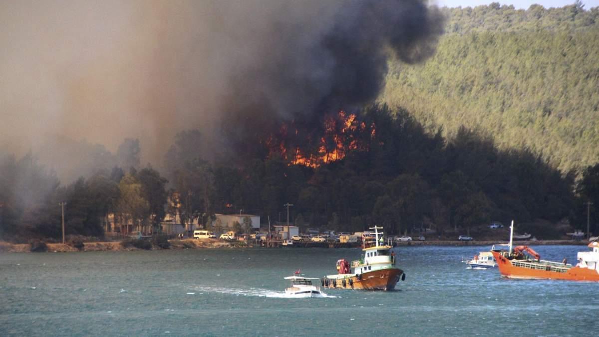 Українців в Туреччині евакуюють до готелів, віддалених від пожеж