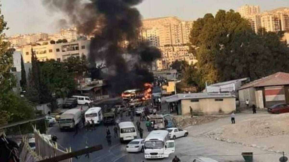 У сирійському Дамаску вибухнув автобус з військовими Асада: фото