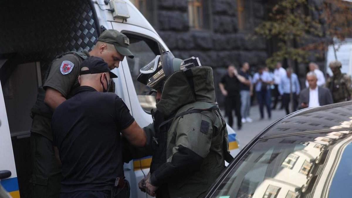 Мужчину, который пришел с гранатой в Кабмин, задержали