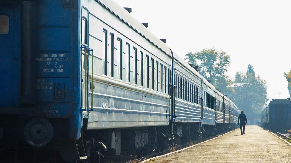 У Тернополя сошел с рельсов локомотив и первый вагон поезда Рахов – Киев: что известно