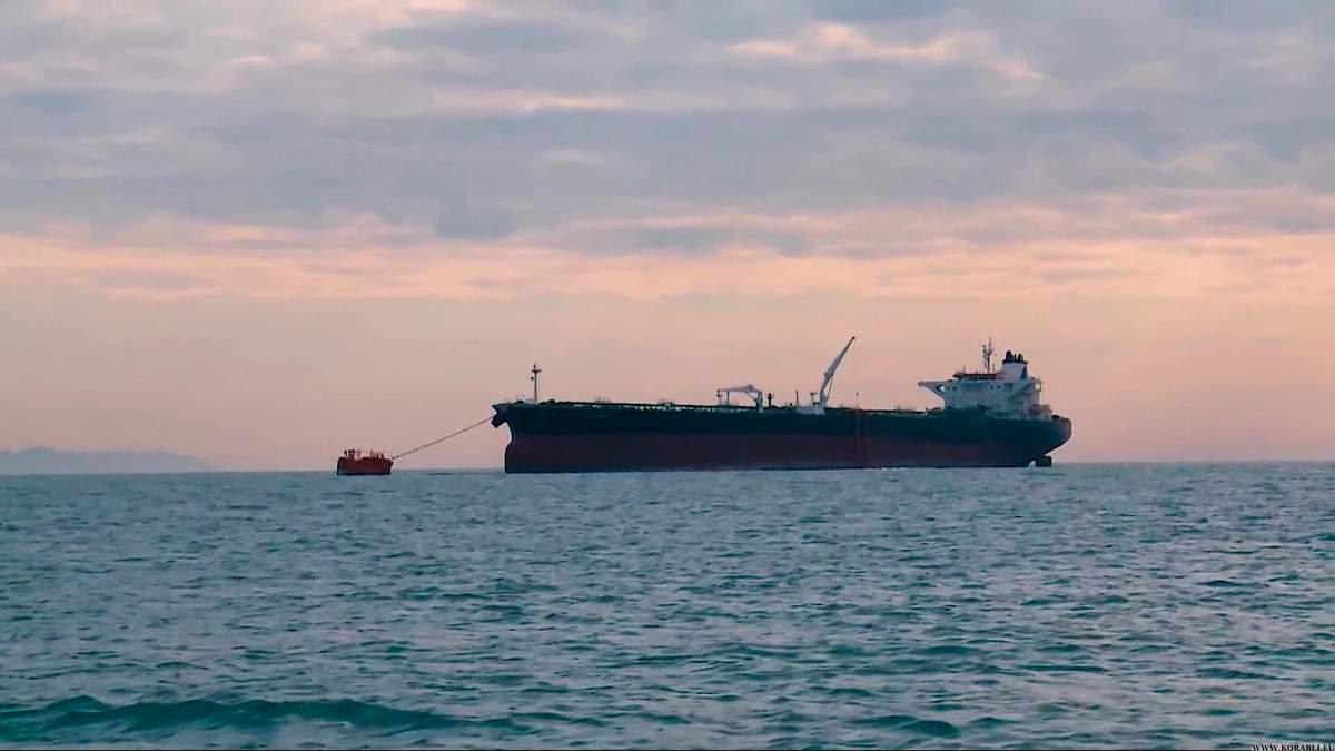 У Новоросійському порту стався викид нафти, коли завантажували грецький танкер: деталі