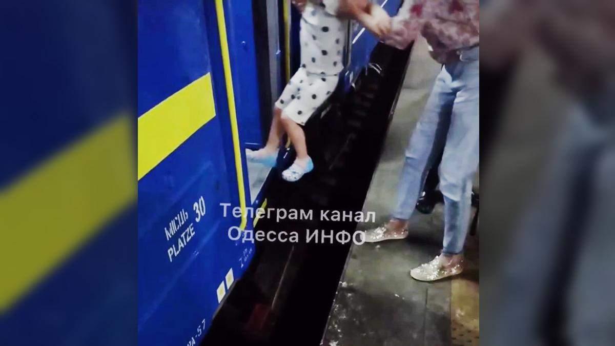 На потяг Київ – Одеса потрібно застрибувати: перон зависокий